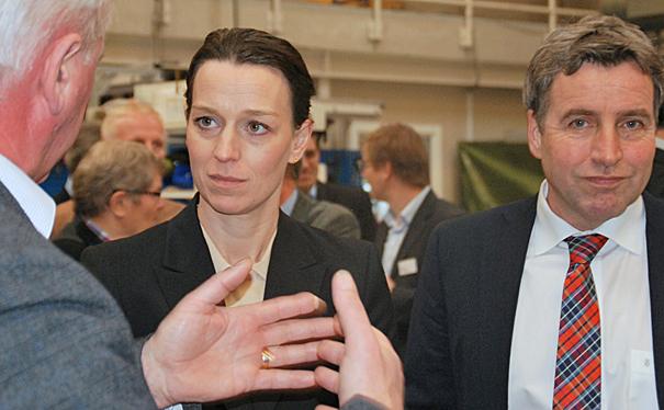 Foto: Ulla Skovsbøl Miljøminister Kirsten Brosbøl ved indvielsen af det nationale testcenter for vand sammen med direktør for Energi og Klima ved Teknologisk Institut, David Tveit (th)